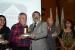 Raimundo Assunção Tavares , diretor do Grupo, recebe premiação de Roberto Sérgio Ferreira, vice - presidente da FIEC.